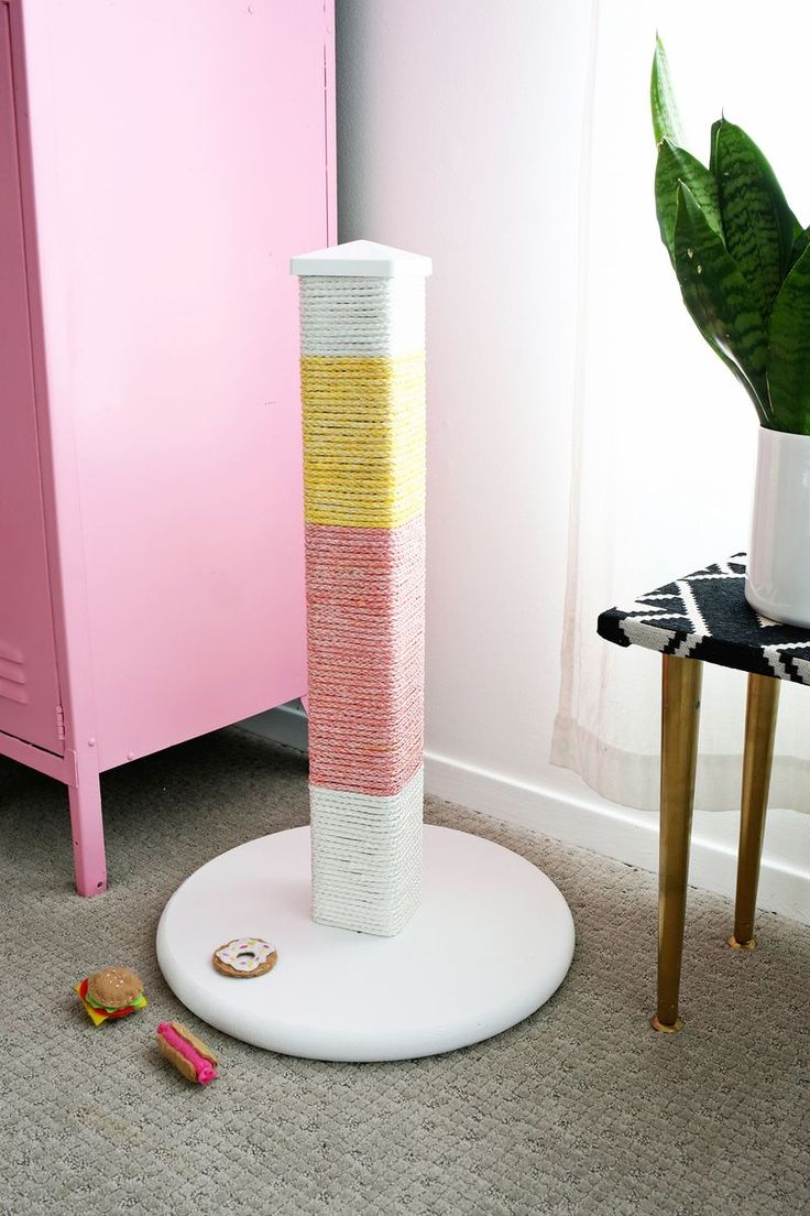 color blocked scratching post diy click through for tutorial