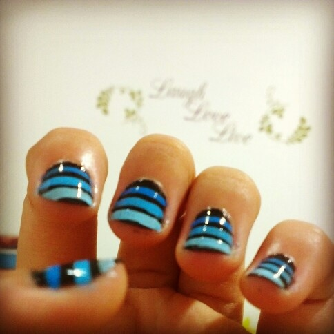 Simple blue lines ombre