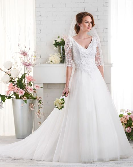 529 gown from the 2015 Bonny Bridal collection, as seen on Bride.Canada