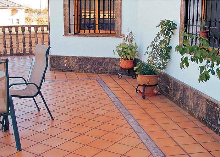 Arte y jardiner a empresa suelos cer micos r sticos de for Baldosas de terraza exterior
