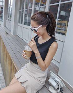 Today's Hot Pick :シンプルライトノースリーブブラウス【BAGAZIMURI】 http://fashionstylep.com/SFSELFAA0023397/bagazimurijp/out シンプルライトノースリーブブラウス。 ベーシックな定番ノースリトップスです。 洗練したモノトーンカラーがポイント! デイリーから通勤スタイルまで幅広く活躍します☆ 薄手のポリ素材で若干透け感がありますのでご参考ください。 ◆2色:ブラック/グレー