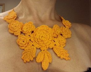 Colar flor abóbora