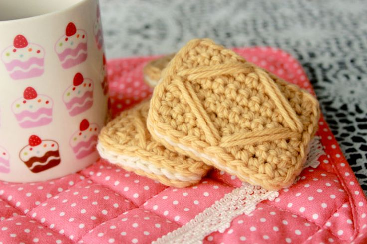 Free pattern - Custard Cream Cookies