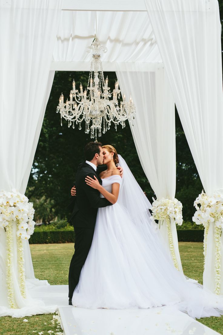 Columns ivory fabric uplighting wedding ceremony downtown double tree - Former Miss World Rolene Strauss Has Tied The Knot With Fianc D Niel Strauss At A Ceremony At The Laurent Wedding Venue On Saturday 6 February