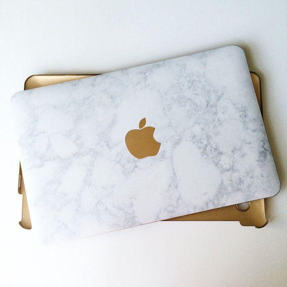 Marbre et or MacBook Air et portable Pro cas avec le détail du Logo. Compatible pour les produits Apple.  Ajouter monogram :