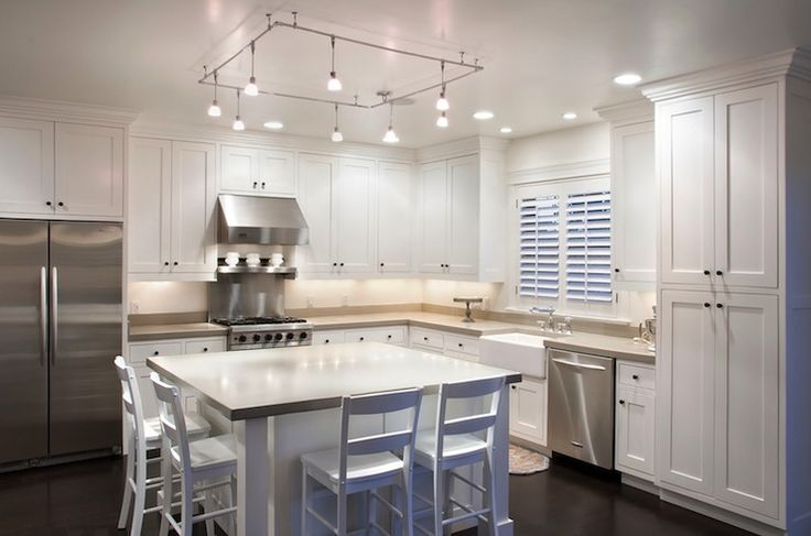 Lulu Designs: Contemporary L shaped kitchen design with white shaker cabinets with gray quartz ...