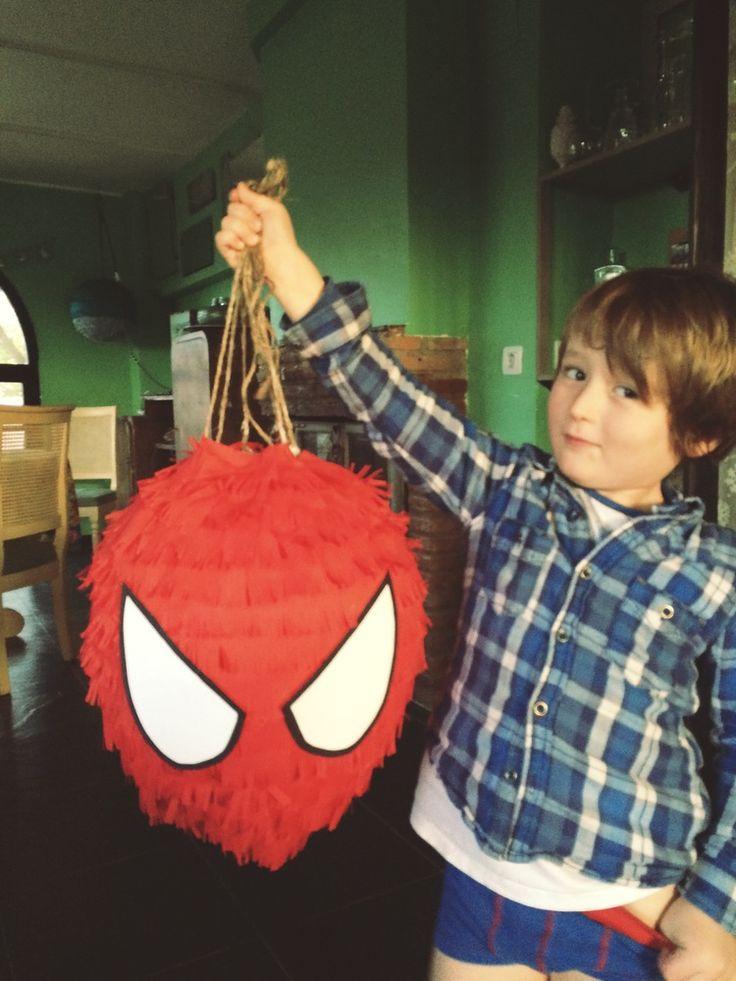 spiderman piñata DIY