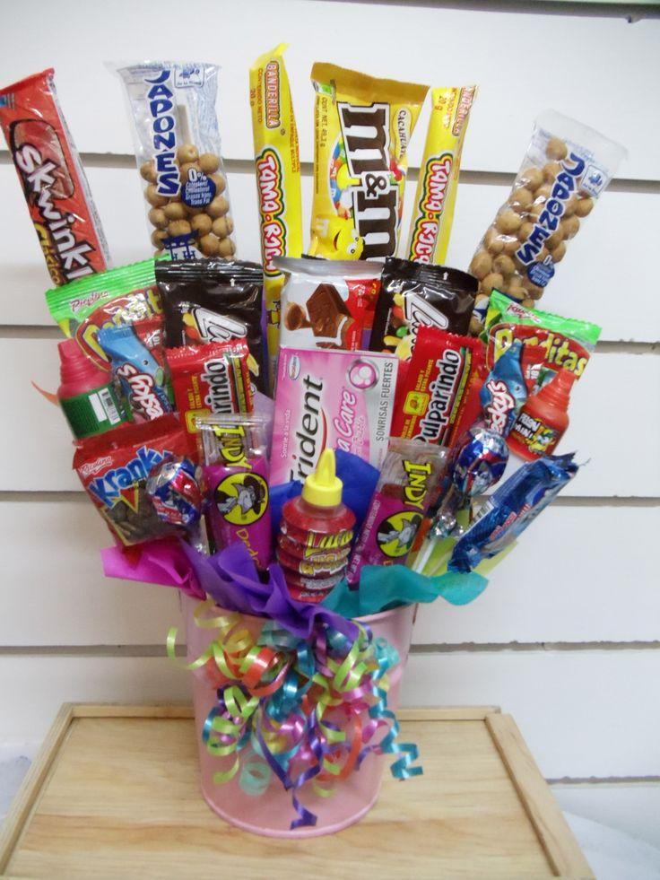 Cubeta con dulces y chocolates y una nota personalizada y confidencial. Generalmente con racimos con globos. Pídelo a Regalos Amer al 55246977.