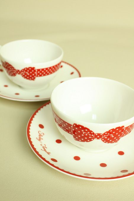 red ribbons Probably use solid colors to match. Even White or colors of bow on the dishes