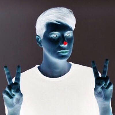 stare at the red dot for 30 seconds then look at the ceiling and blink<<<<<< I am okay with having Dan on my wall.