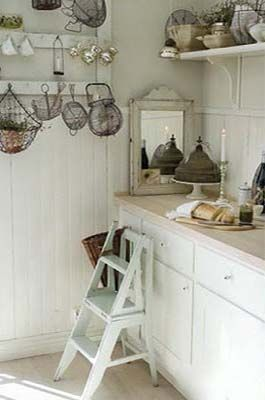 A wee cottage kitchen.............  From Nina Hartmann's kitchen in a former house