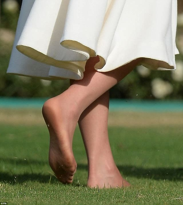 Image Result For Princess Kate S Bare Feet Kate Middleton Legs Kate Middleton Feet Kate Middleton Photos
