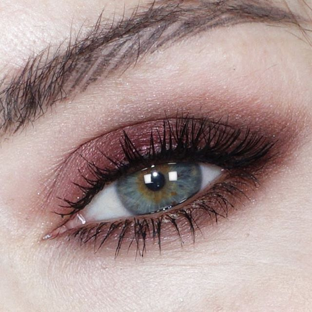 Pinkish Brownish eye - take it as my way of easing into fall.