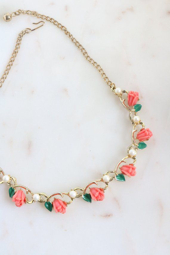 Vintage Coral Rose Link Necklace Green Leaf And Flower Gold Etsy Coral Jewelry Vintage Fancy Necklace Gold Jewelry Fashion