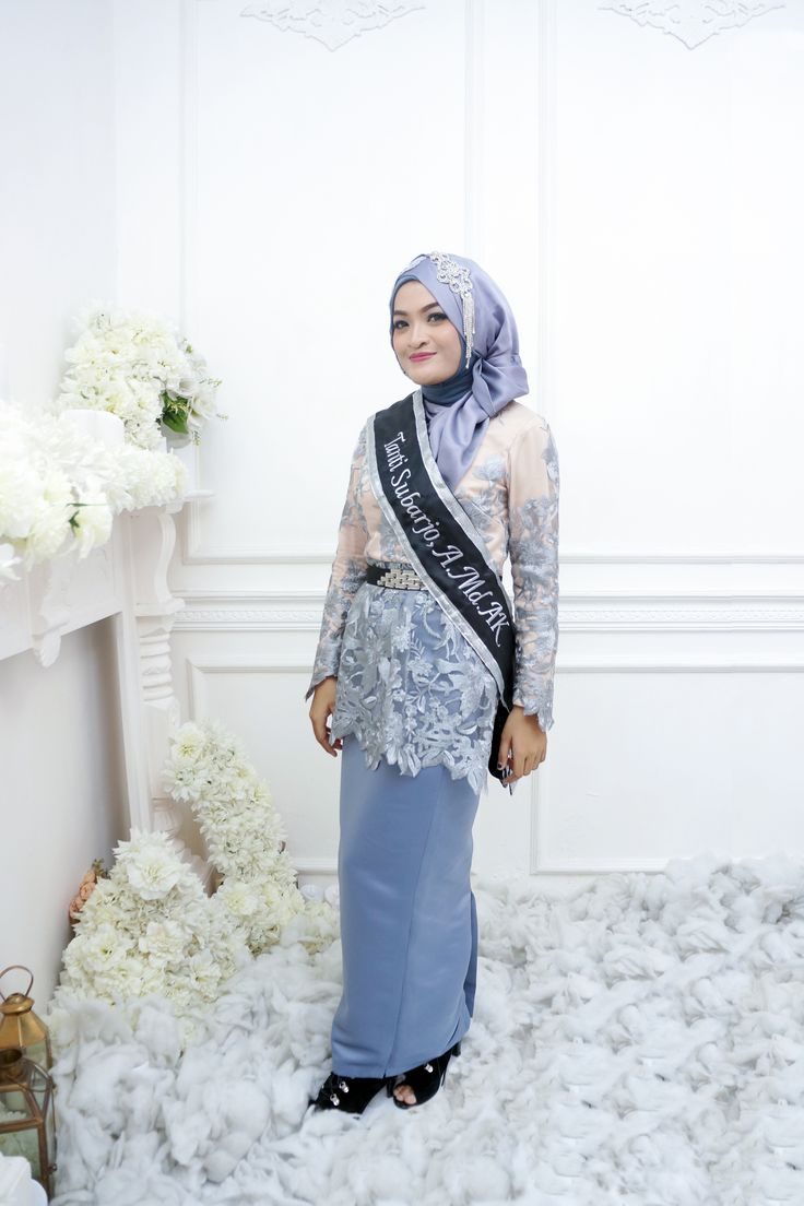 Hijab outfit for graduation #grey #hijab #lace #hijabstyle #style #outfit #graduation #simple