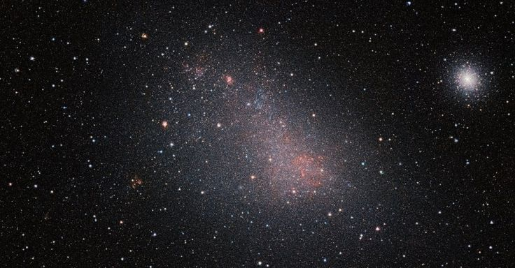 GALÁXIA NÍTIDA - A Pequena Nuvem de Magalhães é uma galáxia que pode ser vista a olho nu no céu do Hemisfério Norte, mas nuvens de poeira interestelar a obscurecem. Com a capacidade de fotografar em infravermelho, o telescópio VISTA permite observar milhões de estrelas dessa galáxia vizinha com muito mais nitidez do que conseguido até hoje. Essa é a maior imagem infravermelha já obtida da Pequena Nuvem de Magalhães.
