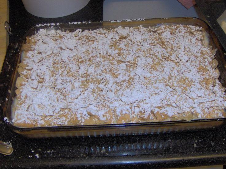 A vaníliakrémes pite mindenki kedvence lesz! Ezzel a finomsággal könnyű lesz majd besöpörni a bókokat! Hozzávalók: leveles vajas tészta vaníliakrém Elkészítése: Leveles vajas tésztát készítünk, és 2-3 mm vastagságúra nyújtva, 10 cm...