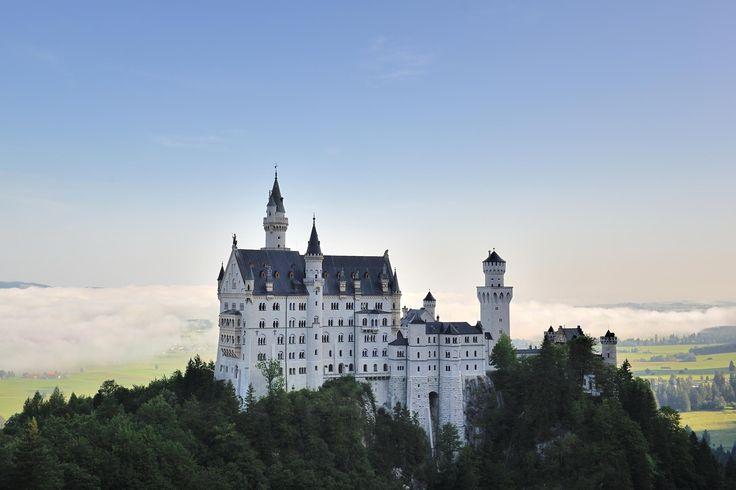 Germany's fairy tale castle: Neuschwanstein 作者 Fotopedia Editorial Team