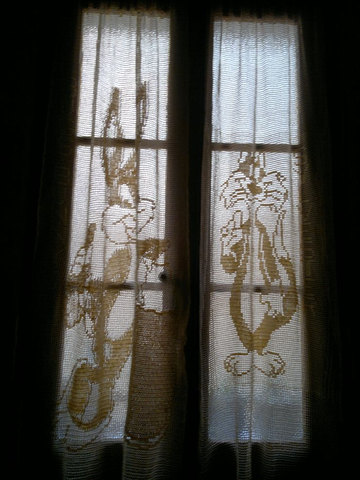 Crochet Fillet Curtains Cream - Bugs Bunny and Sylvester Disney Patterns. Ideal for Children's Bedrooms