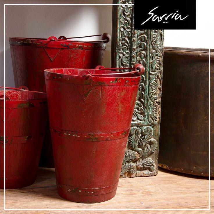 Agrégale a los espacios vacíos de tu hogar un elemento de color rojo. El color rojo transmite: Energía.