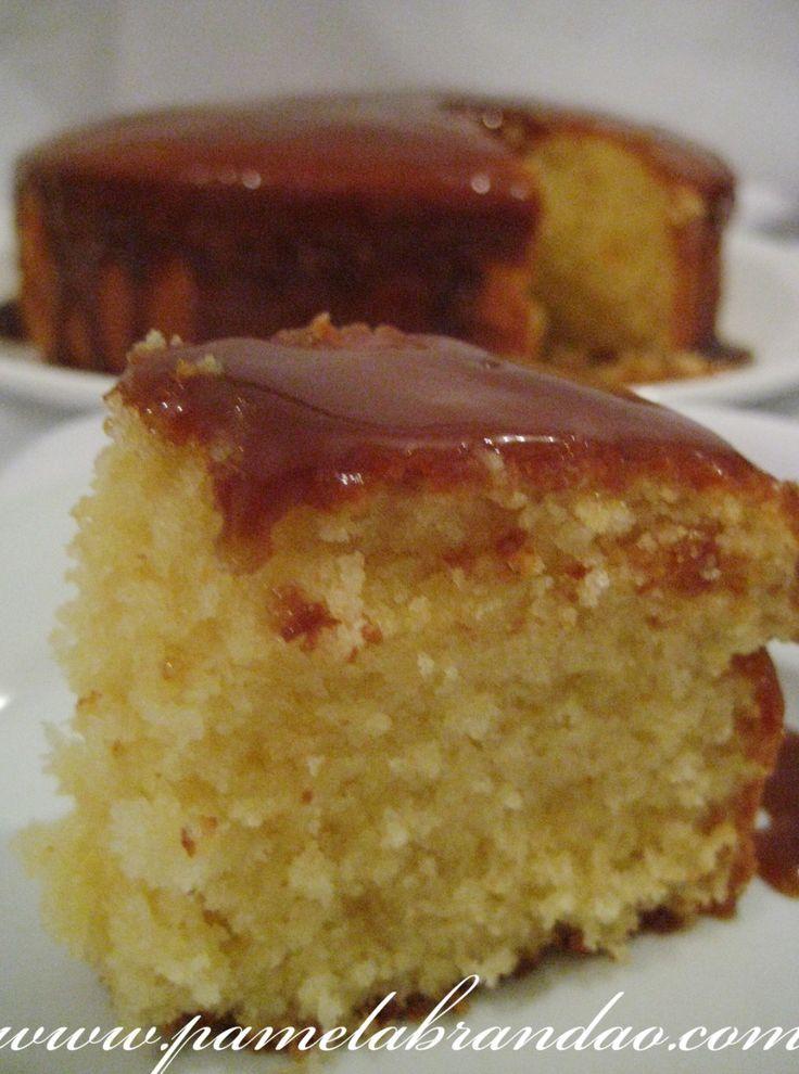 bolo baunilha com cobertura de caramelo