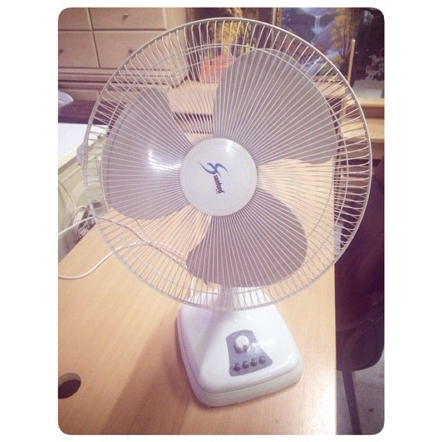 For Sale Fan In Good Condation Price 5 Bd للبيع مروحة صغيرة بحالة ممتازة السعر 5 Bd Tel 33770050 Table Fan Home Appliances Home