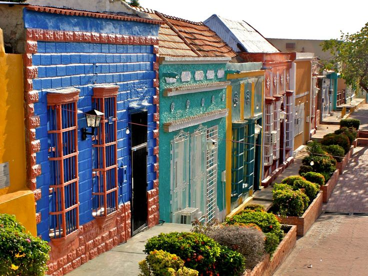 Calles de Santa Lucía… Maracaibo  Santa Lucía es un enclave de Maracaibo (Estado Zulia)                                11082318_974644175881369_624761463543536322_o.jpg (2048×1535)