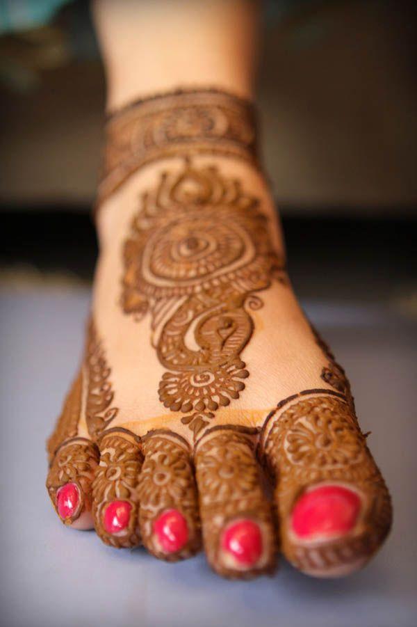 simple foot henna
