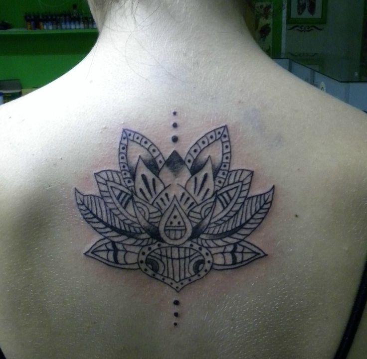 tatuaggio fiore loto