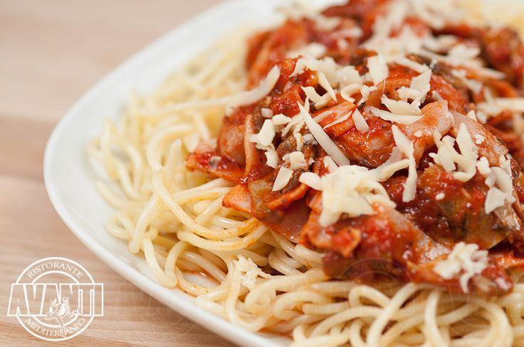 Maccheroni alla Milanese (Macaroni pasta, ham, mushroom, tomato sauce, cheese)