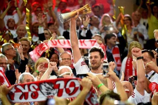 Biało-czerwoni mistrzami świata! http://sport.tvn24.pl/ms-w-siatkowce,231/bialo-czerwoni-mistrzami-swiata-cala-polska-tej-nocy-dlugo-nie-spala,470350.html