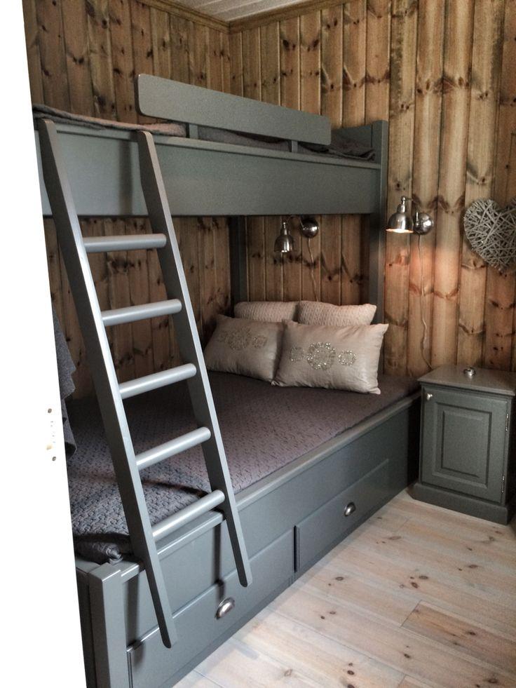 Cozy bedroom on a cabin ! Picture by @villatverrteigen