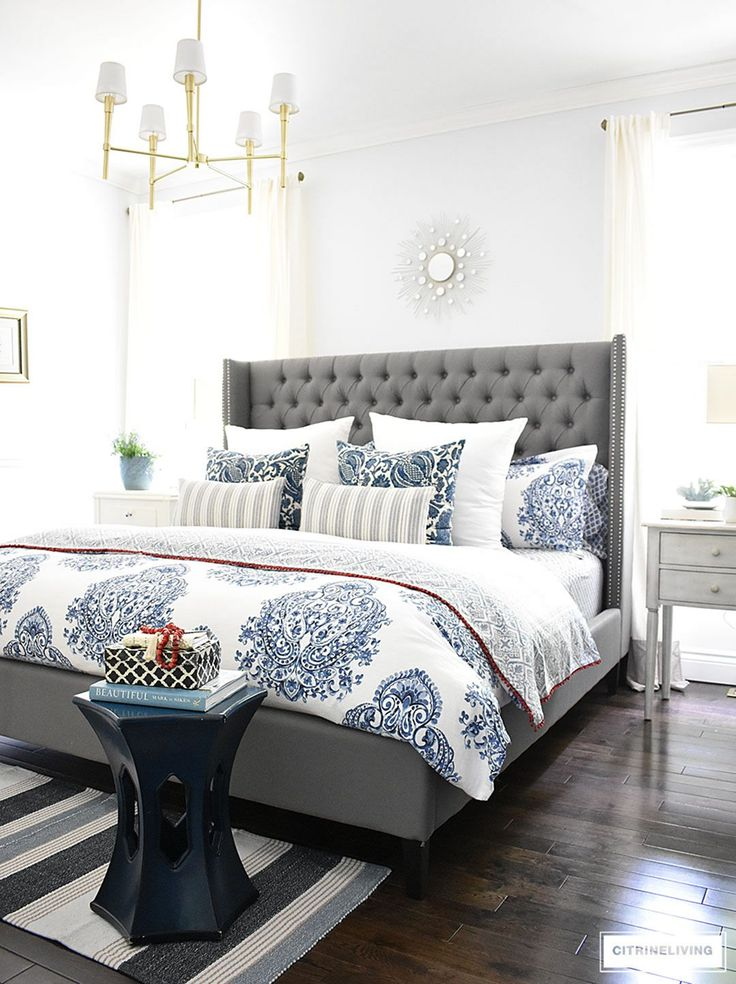 Wicked 70 Cool Navy And White Bedroom Design Ideas To Make Your Bedroom Look Awesome https://decoor.net/70-cool-navy-and-white-bedroom-design-ideas-to-make-your-bedroom-look-awesome-1704/