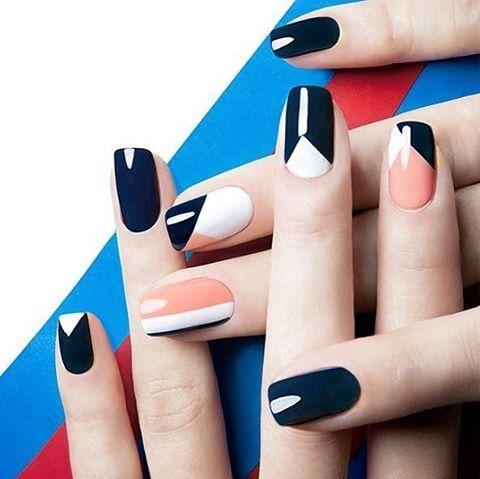 NAILS ART Design, géométrie et ligne, noir, blanc et saumon.