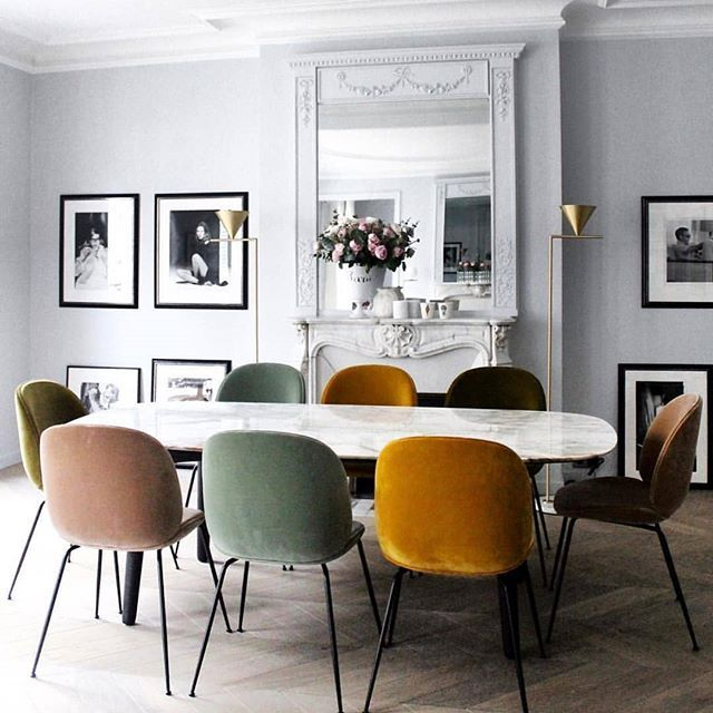 Sleek And Alluring Dinner Table Setting In The Chic Paris Apartment Of Mrs Lappartement Featu Scandinavian Dining Room Beautiful Dining Rooms Dining Room Sets