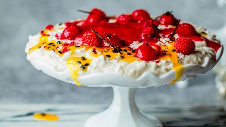 Hjemmelaget riskrem med bringebær- og pasjonsfruktsaus