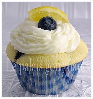 La meilleure recette de Petits gâteaux au citron Meyer et aux bleuets! L'essayer, c'est l'adopter! 5.0/5 (2 votes), 2 Commentaires. Ingrédients: 1 1/2 tasse (180 g) de farine tout usage,  1/2 c. à table de poudre à pâte (levure chimique),  1/4 c. à thé de sel,  1/2 tasse (120 g) de beurre non salé, à la température de la pièce,  1 tasse (200 g) de sucre,  2 gros œufs, Le zeste d'1 1/2 citron Meyer,  2 c. à table de jus de citron Meyer,  1/2 tasse...