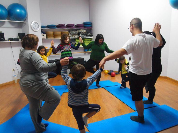 Clase de yoga en familia en Vigo
