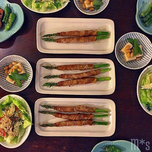 今晩は 雨が本降りです マヨネーズ買い忘れたけど 買いに行くのは面倒だし 明日の朝はサンドやめとこうかなとか 考えてます  アスパラの肉巻き イナダの西京焼き 獅子唐添え 高野豆腐の大豆餡掛け 蓮根と野菜のマヨサラダ 味噌汁 雑穀米  でした っていういつかのpicですみません  西京焼きは見た目がイマイチだったので トリミングで切りました しかもお皿に魚臭さが ほんのり残ったし トリミングした恨みかもしれない   #おうちごはん#晩ごはん#夕ごはん#和食#アスパラガス#高野豆腐#food#foodpics#yum#Mshomecooking#thefeedfeed#delistagrammer#lin_stagrammer#kurashirufood#japanesefood#wasyoku by slow.2m