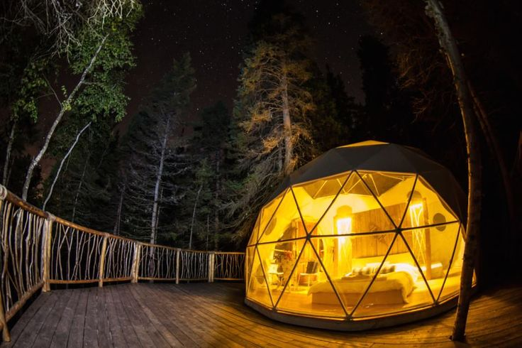 It's no secret: I'm a die-hard fan of treehouses. They make me feel like I'm four years old again, except now, I can bring a bottle of wine with me. If you haven't already made plans with your partner or friends for the weekend, here's a list of 10 treehouses available for rent in Québec:   […]