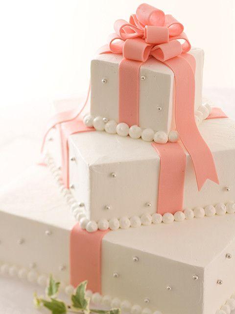 専属のパティシエがおふたりの想いをお伺いしながら、 心を込めて手作りいたします。 人気は、ドレスや会場のテーマカラーとコーディネートしたケーキや、フルオーダーメイドのデザイン。 おふたりだけのオリジナルケーキをおつくりします。 | アニヴェルセル神戸(兵庫県:ゲストハウス) | 結婚式場・結婚準備の口コミサイト-みんなのウェディング [写真から探す]