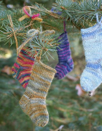 mini-sock ornament  free knitting pattern - ornaments for 2012. @Leila Bowers instead of mittens for advent?