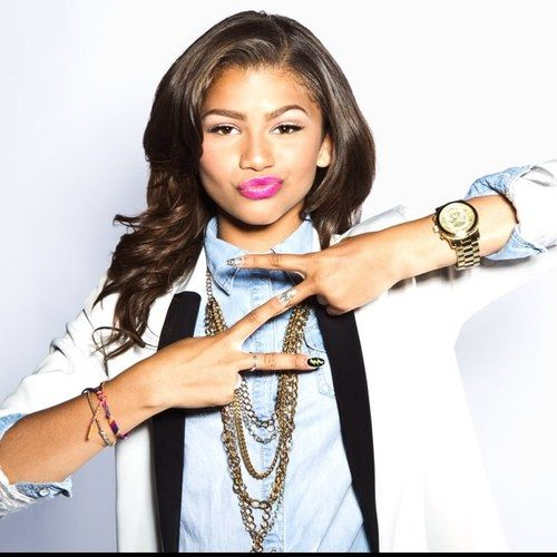 @alexisjoyvipacc ARTICLE: Congrats Zendaya! Zendaya Just Signed With Hollywood Records! @Zendaya96 @HollywoodRecs
