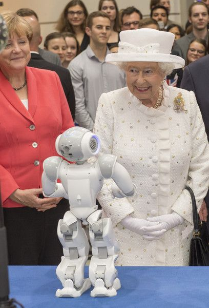 Queen Elizabeth II Photos - Queen Elizabeth II and Chancellor Angela Merkel watch robots in action at Berlin's University of Technology on the second day of a four day State Visit on June 24, 2015 in Berlin, Germany. - Queen Elizabeth II Visits Berlin
