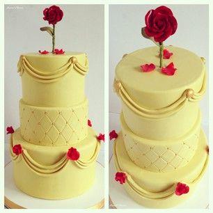 Até mesmo uma rosa murcha encantada parece deliciosa em um bolo inspirado na Bela e a Fera. | 27 bolos de princesas da Disney que vão te surpreender