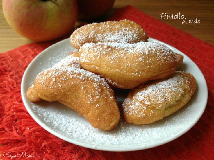 Le frittelle di mele sono delle soffici frittelline, buonissime appena fatte e ancora migliori servite con zucchero a velo e cannella in polvere!