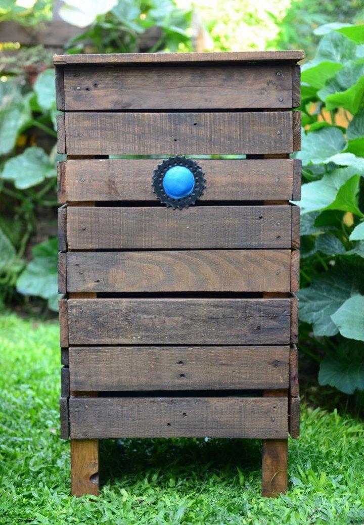 Composteras de maderas recicladas. Protegidas para asegurar su durabilidad.  Aptas para exterior.   Incluyen: cama de leca y nodo de lombrices californianas.  Medidas Variables 40x40x80cm (compostera continua)  Consultar por compostera comunitaria   Entrega: 20 días     Podés usarlas en tu casa, en tu oficina, en tu jardín, en tu patio, en tu balcón, en tu edificio. Compostá donde quieras y empezá a cambiar el Mundo!    Asesoramiento personalizado para guiarte en este cambio de hábito.