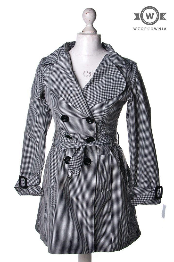 >> #Płaszcz w drobną biało-czarną #kratkę #Wzorcownia online | #coat #SaxxMilano