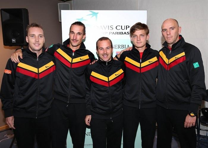De Davis Cup-ploeg (van links naar rechts: Steve Darcis, Ruben Bemelmans, Olivier Rochus, David Goffin en kapitein Johan Van Herck) staat op scherp voor het duel tegen Servië (2013)