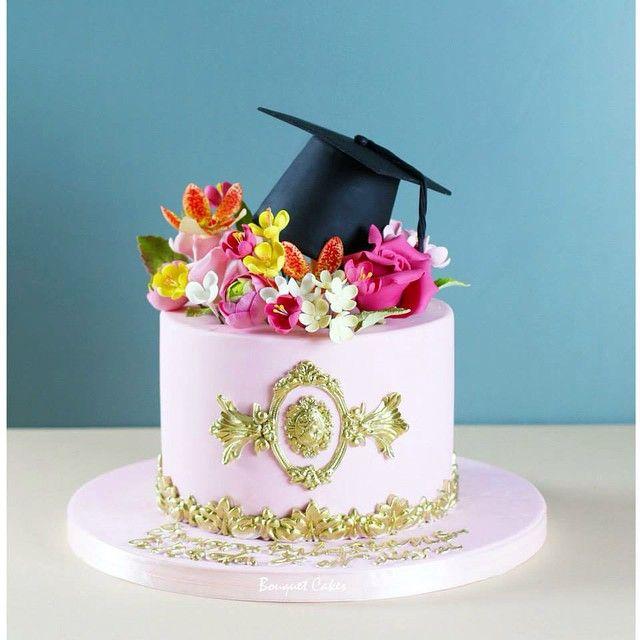 Cupcake Decorating Ideas For Seniors : 17 best ideas about Graduation Cake on Pinterest College ...